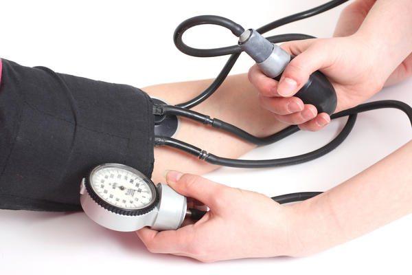 Kiểm tra huyết áp thường xuyên.