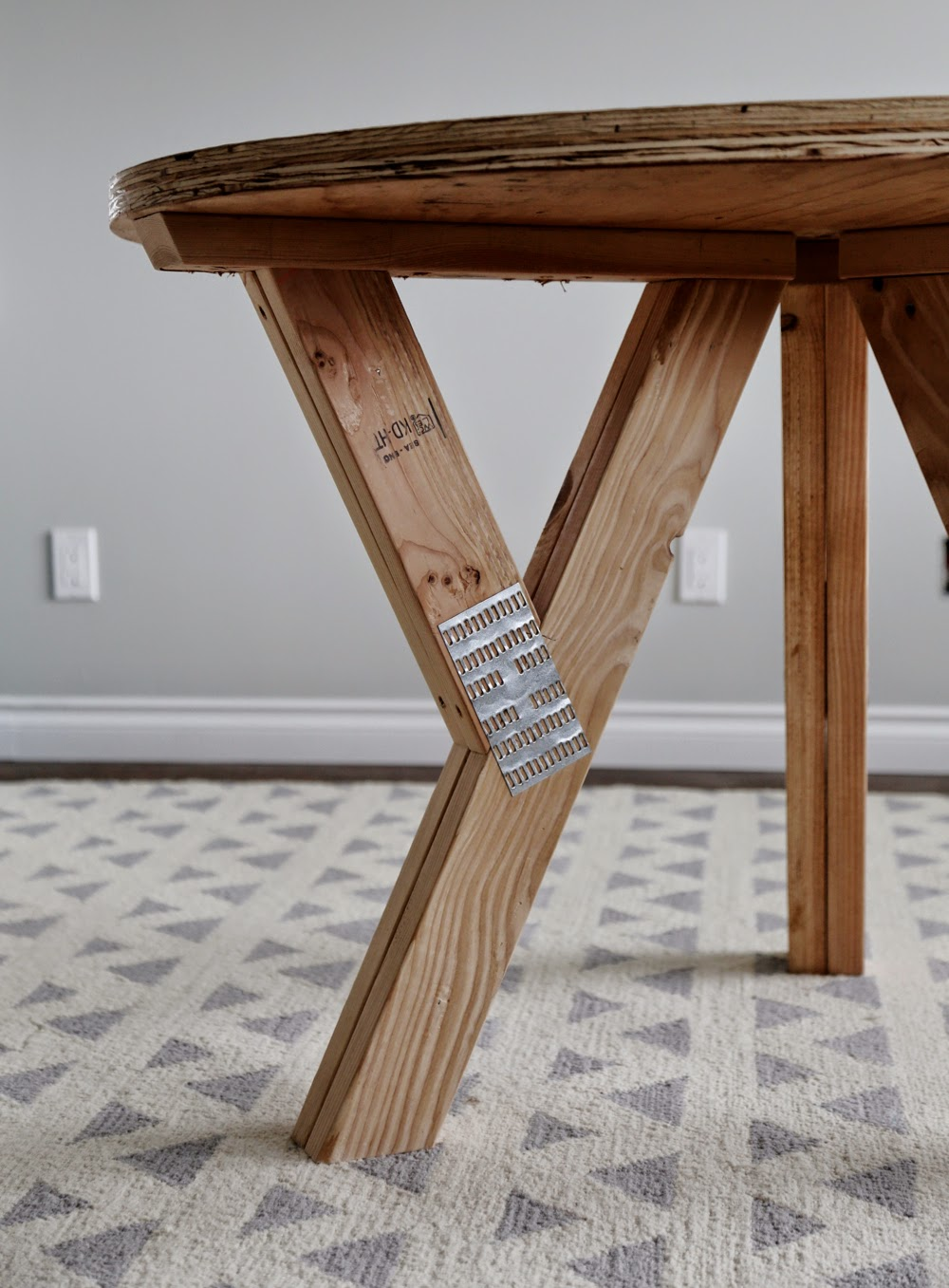 Ana white y truss round table diy projects for Round table legs diy