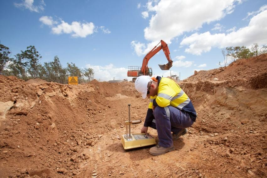 Khảo sát khu vực xây dựng trước khi khởi công