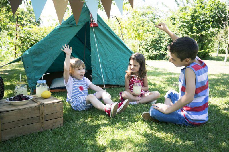 حفلة تخييم منزلية للأطفال