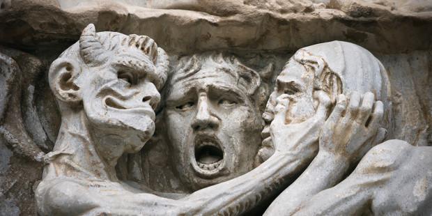 Đức Thánh Cha giải thích tại sao Satan tấn công tất cả mọi người không riêng người Ki-tô hữu