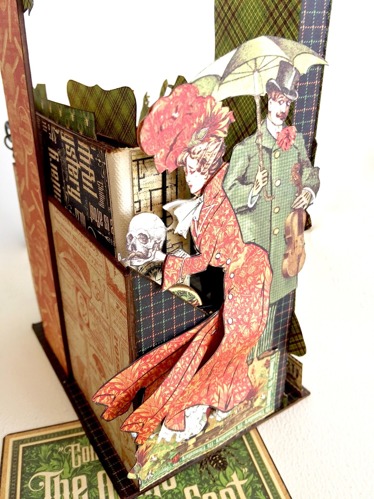 Stand and Mini Album Master Detective by Marina Blaukitchen Product by Graphic 45 photo 3.jpg
