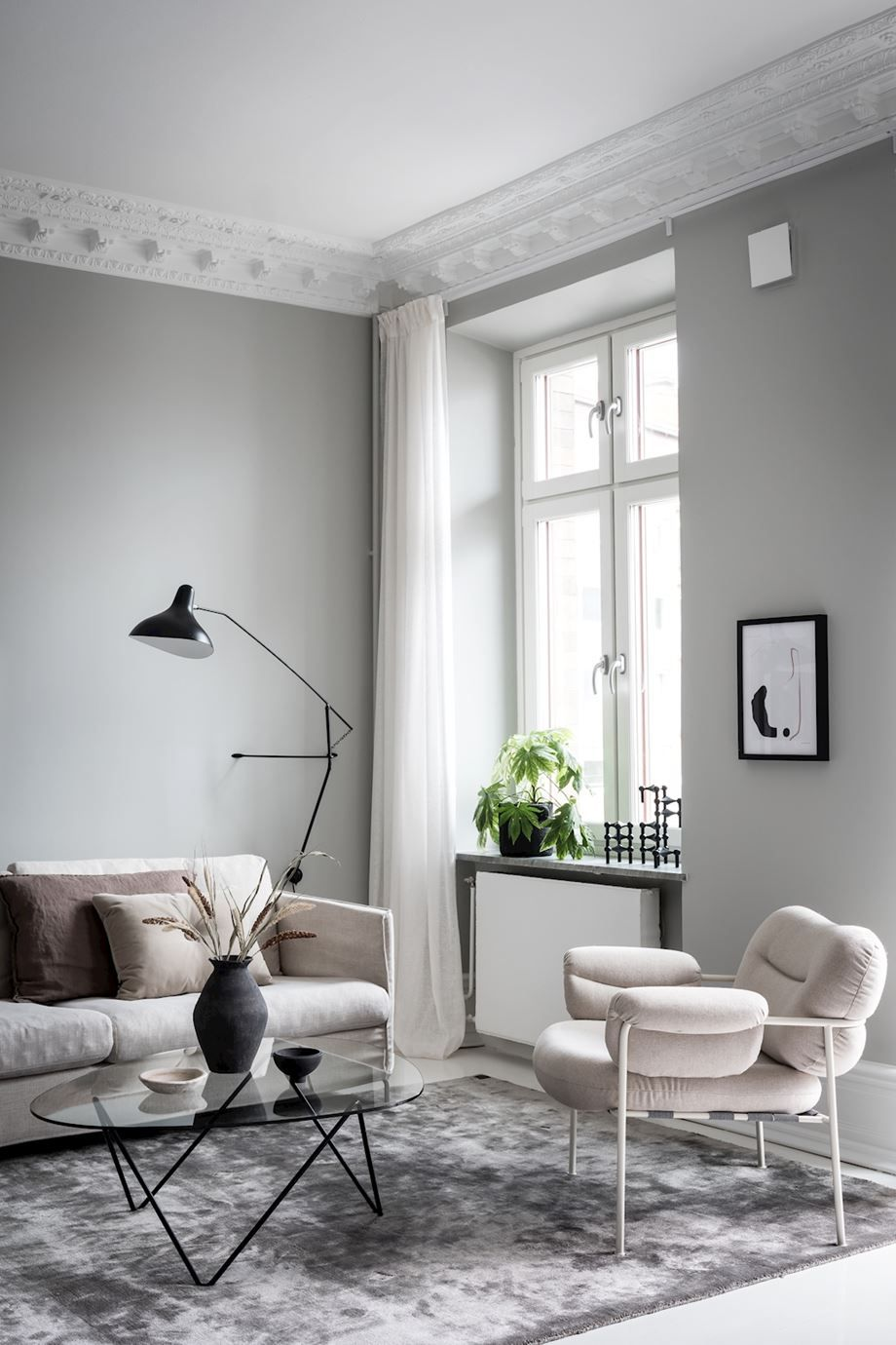 Feng Shui simplicity in a living room