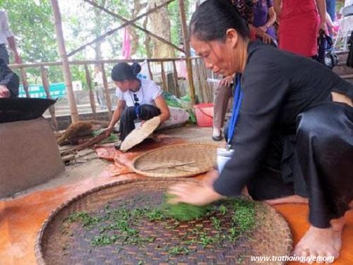 Trà nõn tôm thượng hạng được làm bằng phương pháp thủ công truyền thống