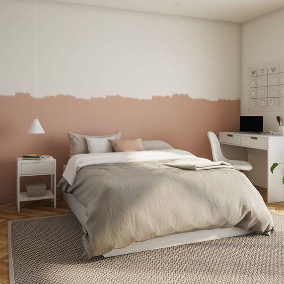Quarto com técnica de pintura meia parede com divisão bem despojada rosa e branco