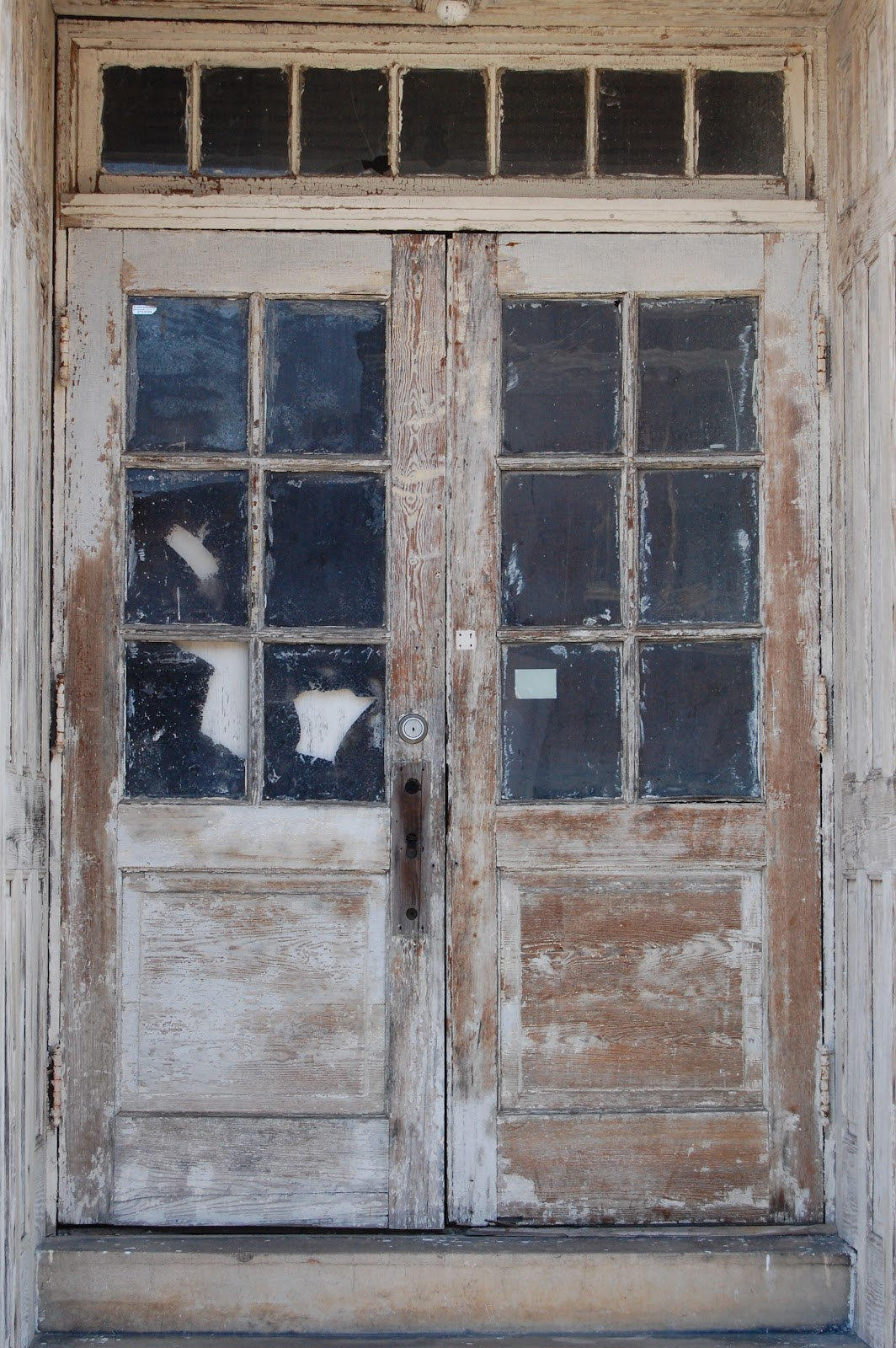 Old_double_doors.jpg