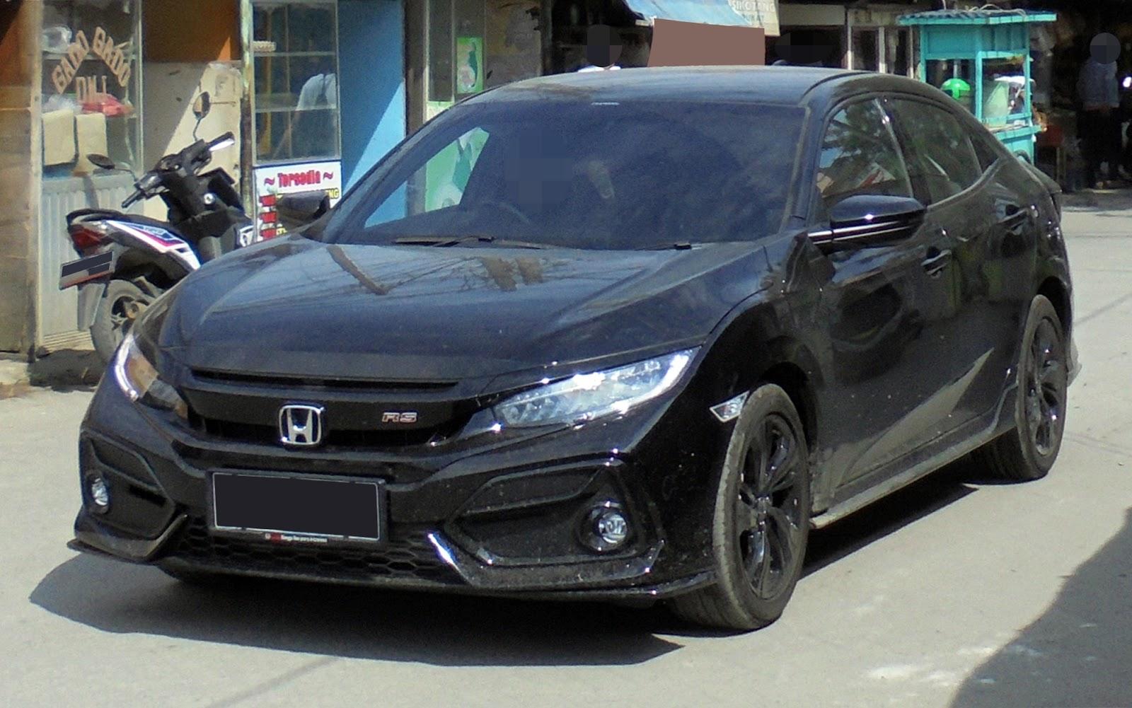Photo of 2021 Honda Civic hatchbakck parked on city street