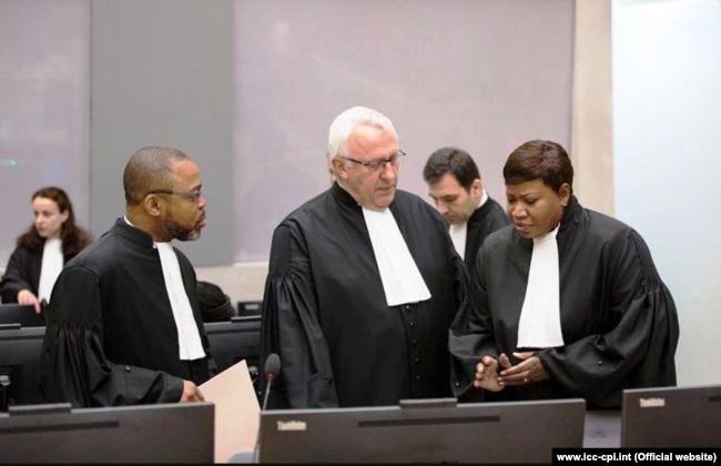 Генеральний прокурор Міжнародного кримінального суду Фату Бенсуда (праворуч)