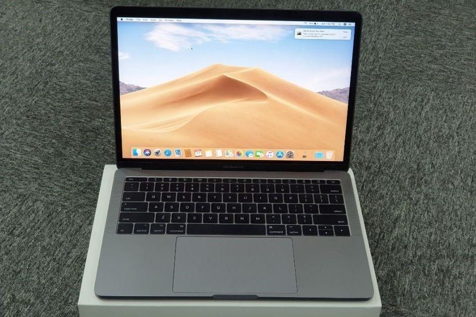 Macbook Pro 2017 thiết kế không quá khác biệt so với các thế hệ trước