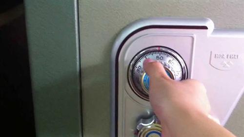cách đổi mật khẩu két sắt Hòa Phát