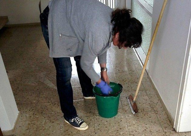 Часто украинцы работают в России на низкостатусных работах — например, в клининге.
