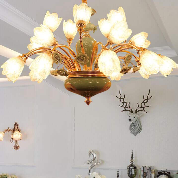 Đèn chùm hoa thủy tinh phù hợp với không gian được trang trí theo phong cách tân cổ điển
