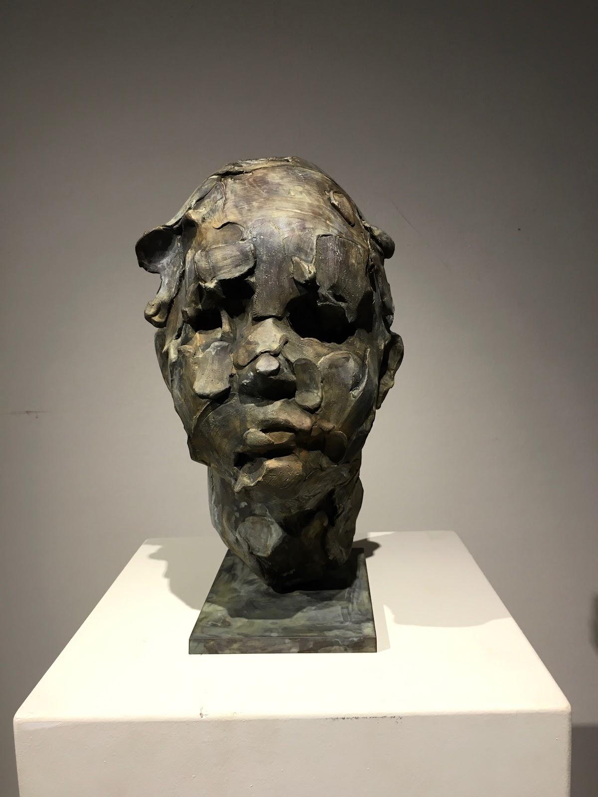 Le Kid 30 cm Catherine Thiry sculpture bronze contemporarysculpture sculpturecontemporaine belgium lasne artiste belge sculpteur  .jpg