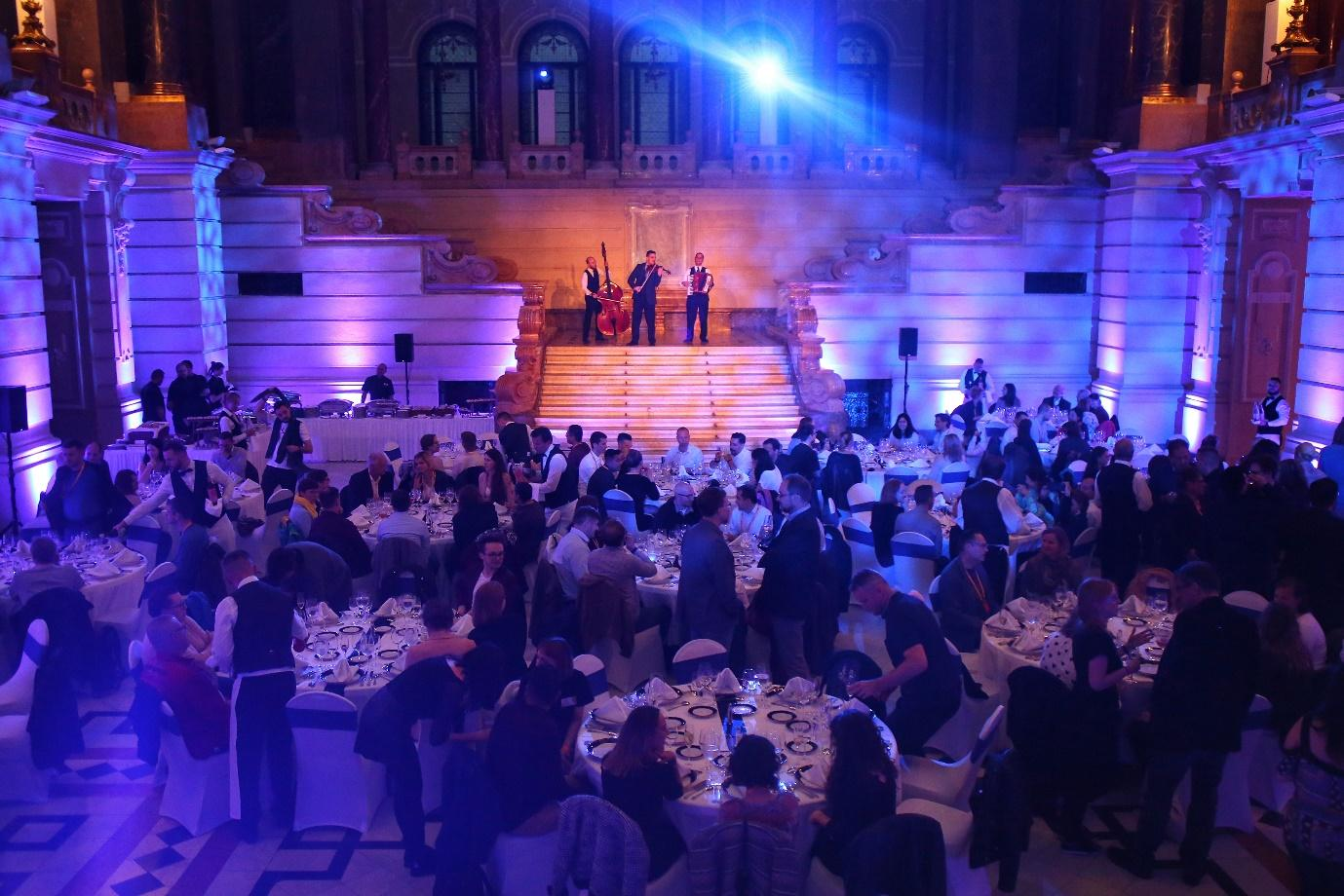 memoQfest 2019 dinner  Description automatically generated