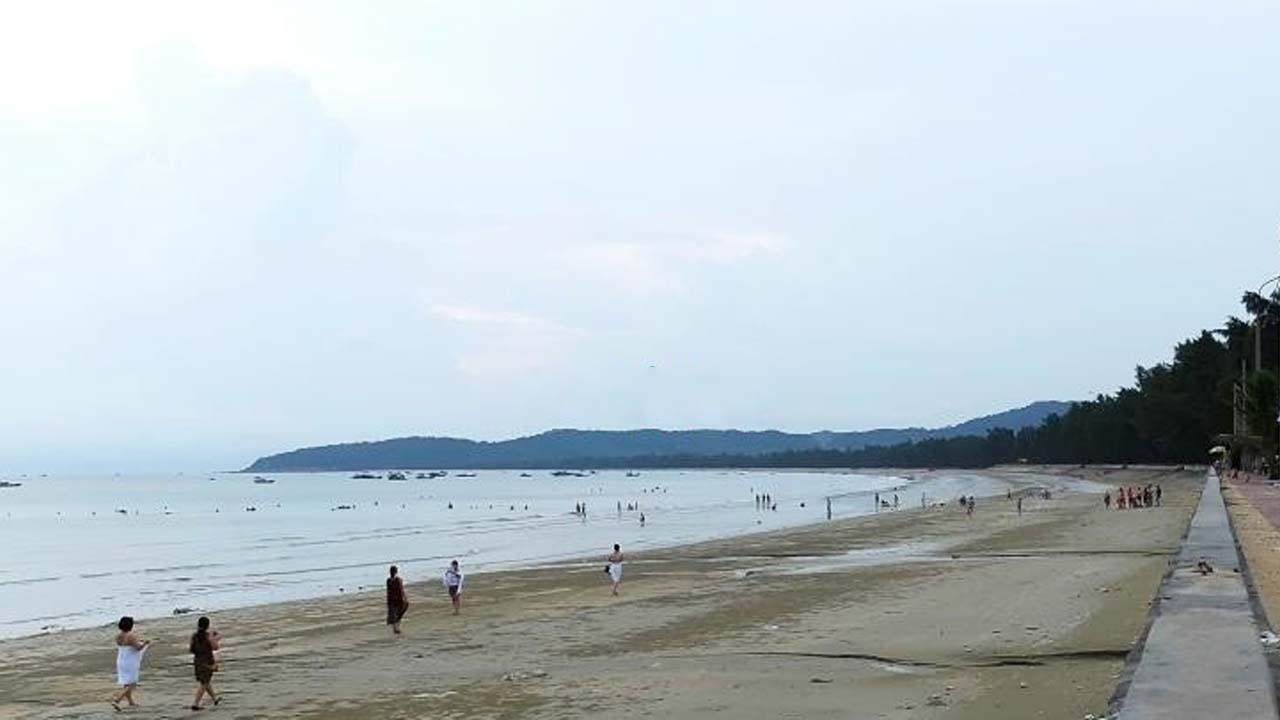 Đến Cô Tô không thể bỏ qua những bãi biển đẹp và mát lành