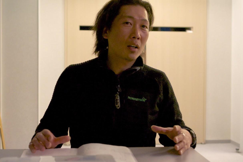 ガイドの荒田康仁さん