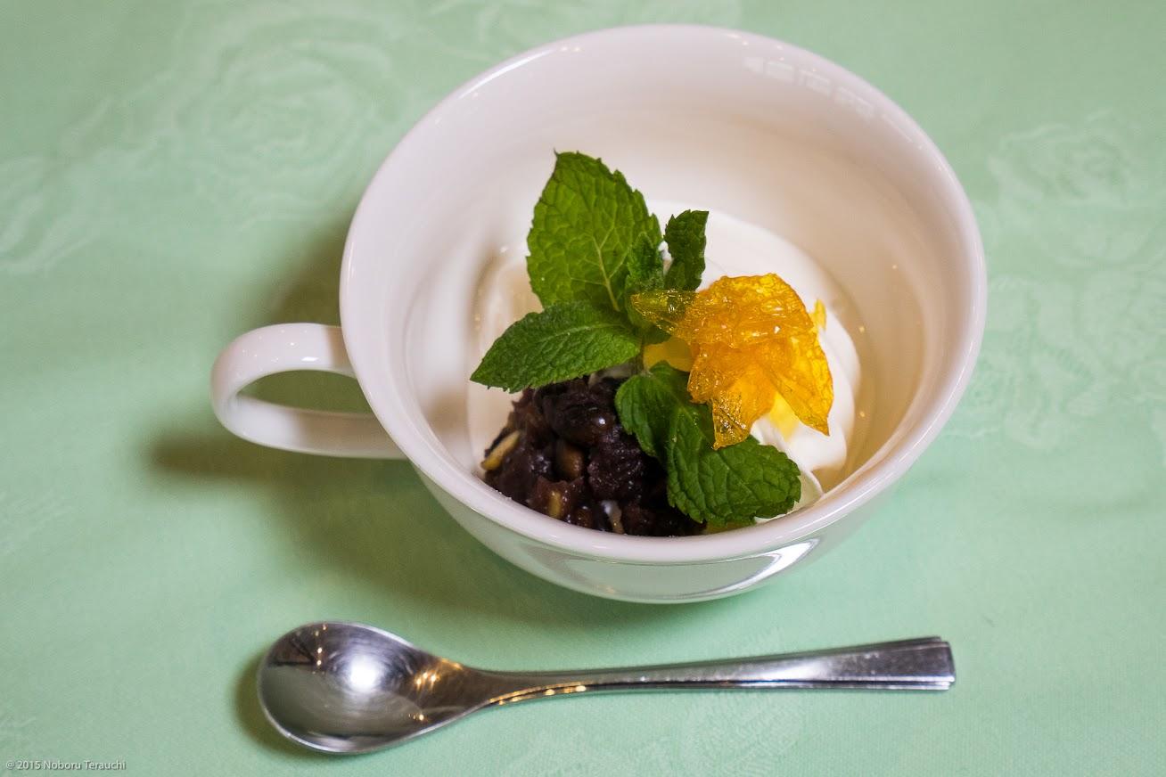 水菓子:ヒマワリソフト黒千石あんこ添え、ヒマワリの花