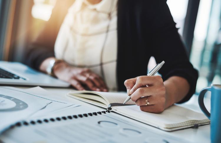 Khi bạn tạo một chiến lược tiếp thị cho doanh nghiệp nhỏ, bạn cần lập kế hoạch và theo dõi thành công của mình.