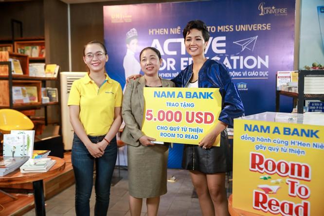 Hoa hậu H'Hen Niê gây quỹ hơn 22.000 USD cho Room to Read