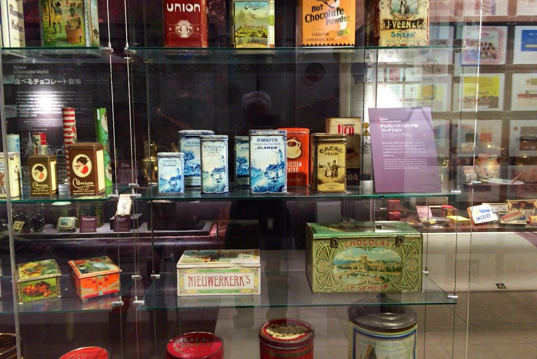 古く良き時代を物語るココア缶コレクション