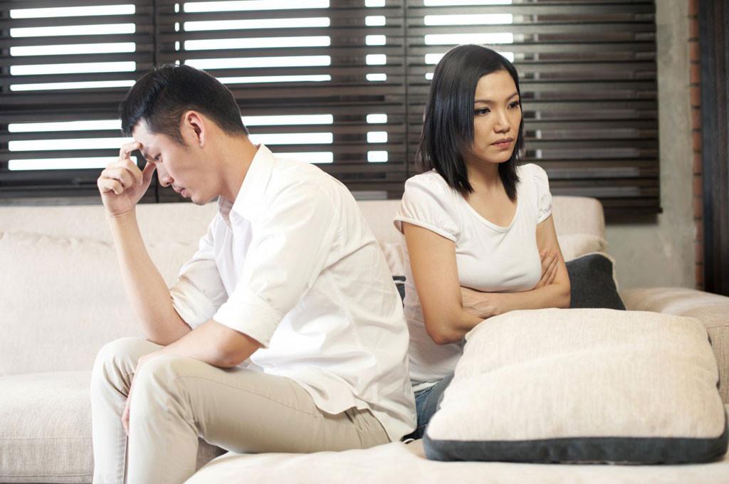 Chồng nghĩ gì với vợ khi ngoại tình bị vợ bắt gặp