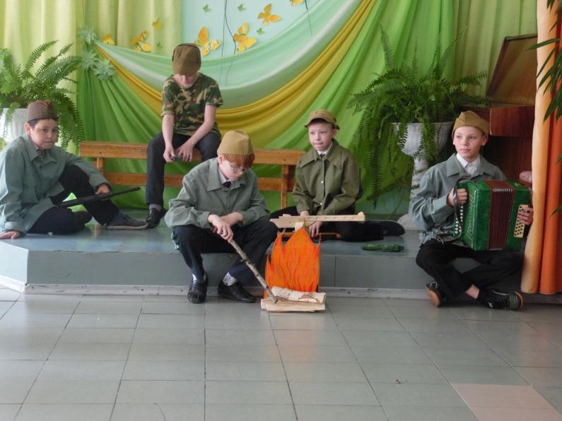 \\ТЕХНИК-ПК\local_trash\школьные фотографии\16-17\64. Мероприятия к 9 мая\Муз.лит. композиция Чтобы помнили\SAM_6173.JPG
