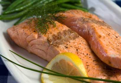 http://www.coupdepouce.com/img/photos/biz/CoupDePouce/recettes_non_importees/Plats%20principaux/filet-saumon-gr-romarin410.jpg
