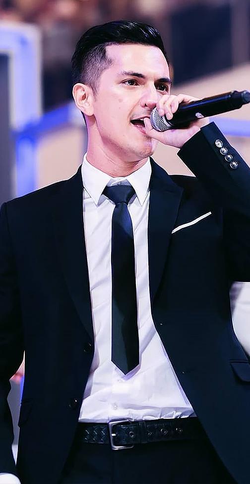 ชิน ชินวุฒ นักร้องหนุ่มเท้าไฟสุดฮอต 03