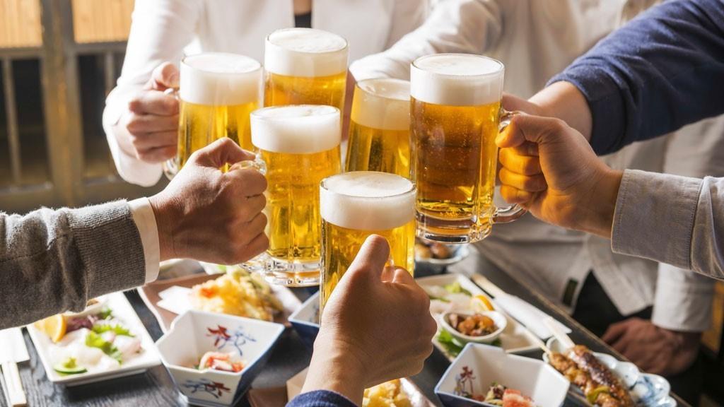 Uống rượu bia có vô sinh không? Câu trả lời của bác sĩ