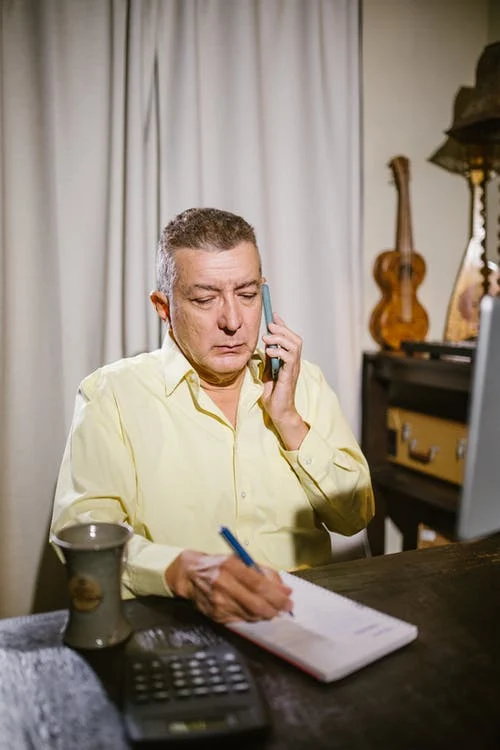 Maestro de almazara estudiando curso online ESAO