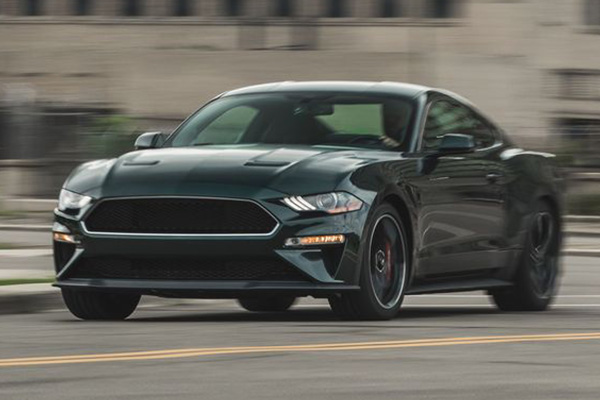 2019-ford-mustang-running-on-the-street