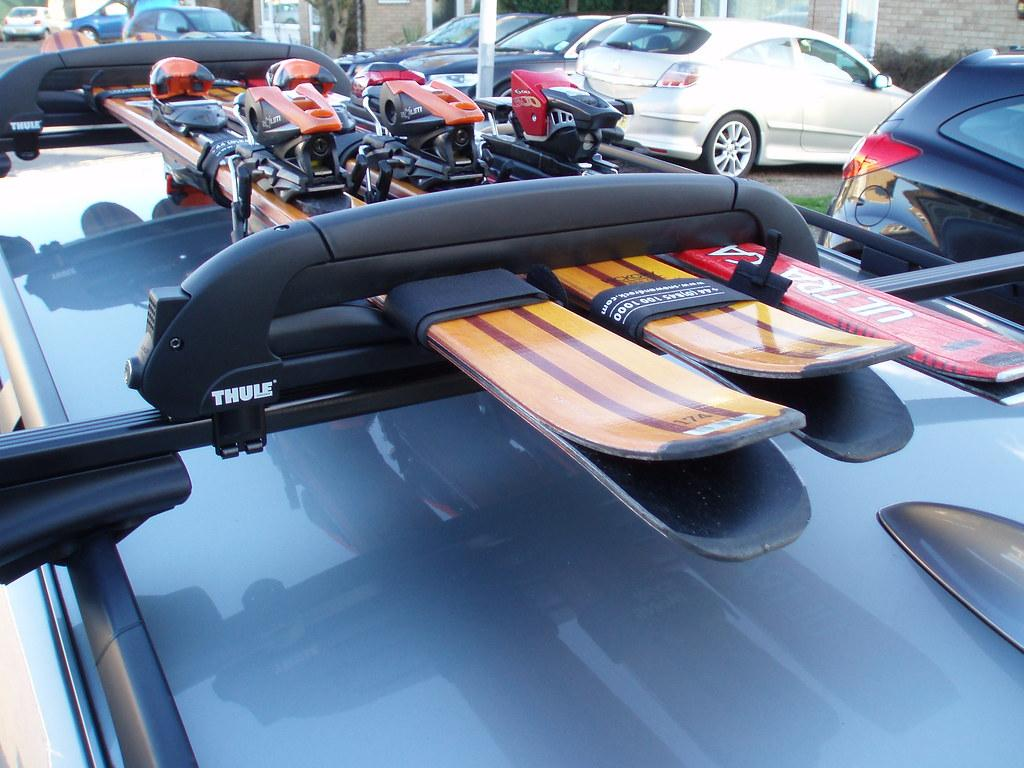 Ski rack on BMW 520 Touring | Skis fitted to Thule roof rack… | Flickr