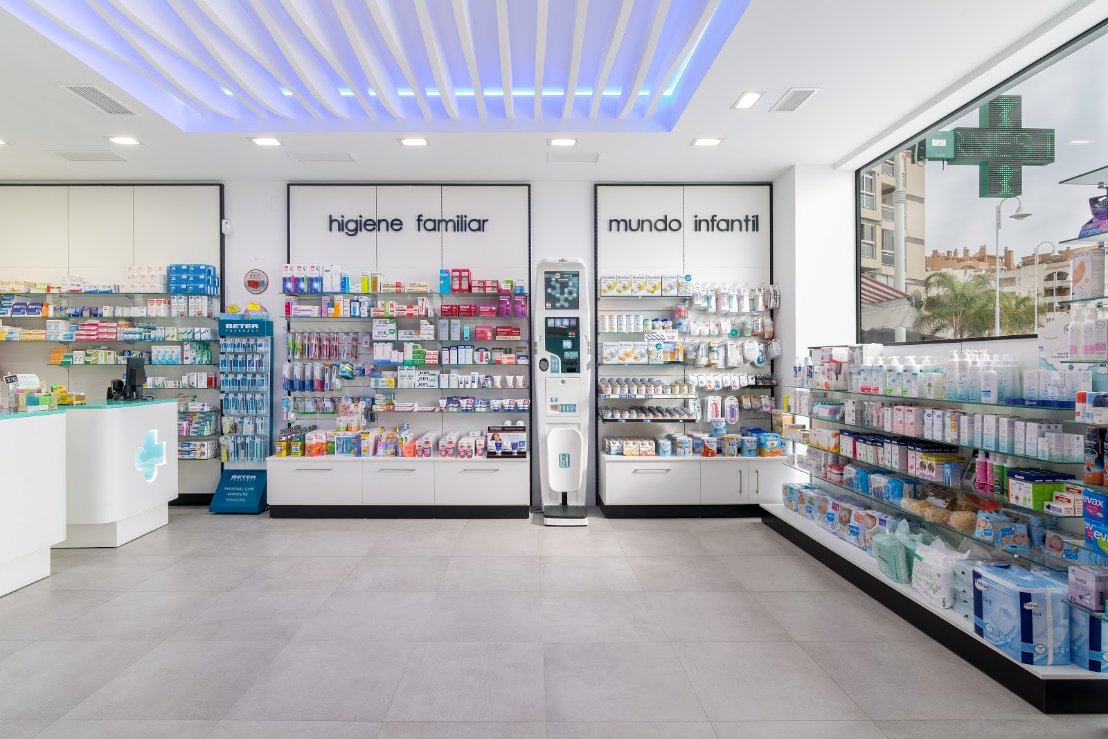 Beneficios de reformar tu farmacia: Integra un diseño personalizado.