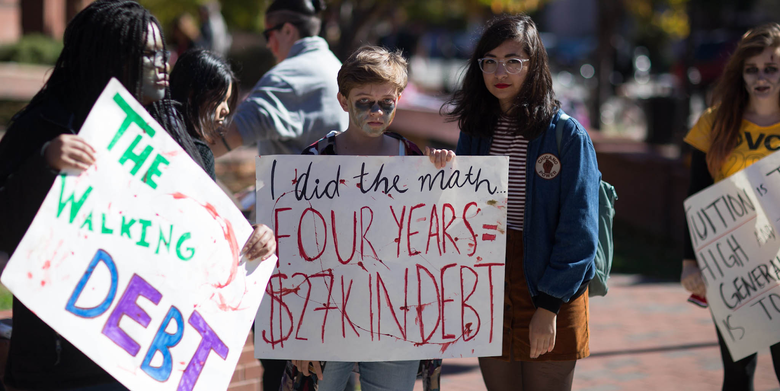 students protesting high debts