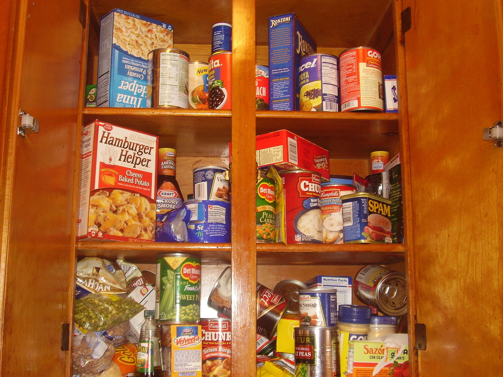 Food_on_shelf.jpg
