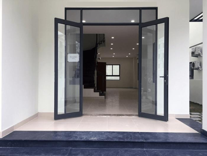 Mẫu cửa phù hợp làm cửa chính trong nhà