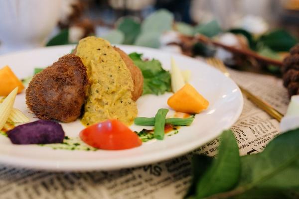 台中-蔬食餐廳-大蔬廚房-猴菇排搭綠胡椒醬汁