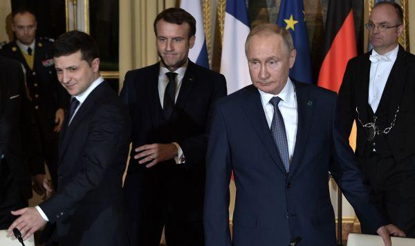 Президент РФ Владимир Путин и президент Франции Эммануэль Макрон и президент Украины Владимир Зеленский (справа налево)