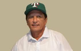 Un hombre con una gorra  Descripción generada automáticamente