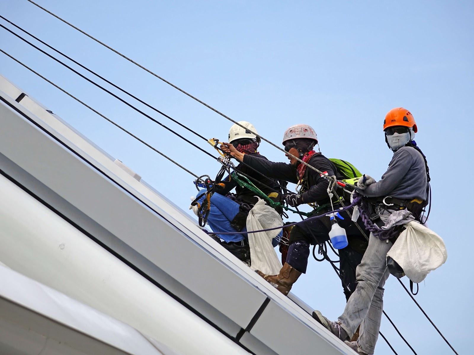 This image has an empty alt attribute; its file name is rappelling-rope-safety-security.jpg