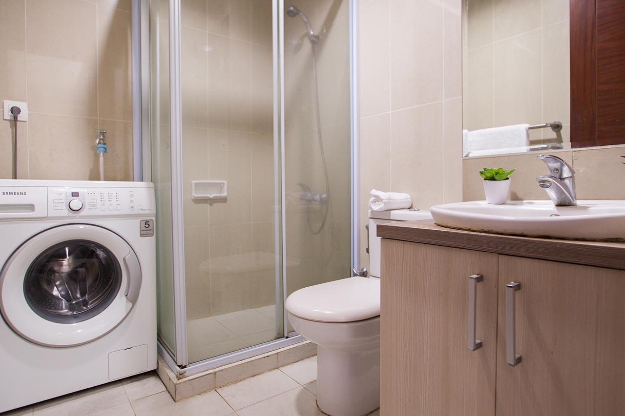 Apartemen biasanya bebas dari pemadaman listrik dan air sehingga kamu tidak perlu khawatir