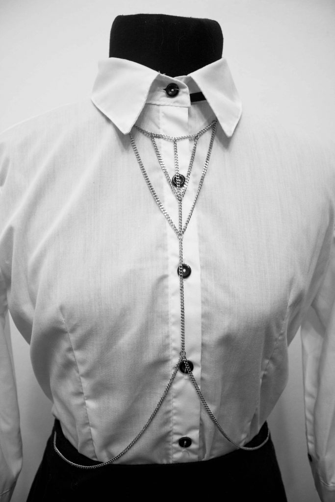 valentina bodychain con camisa