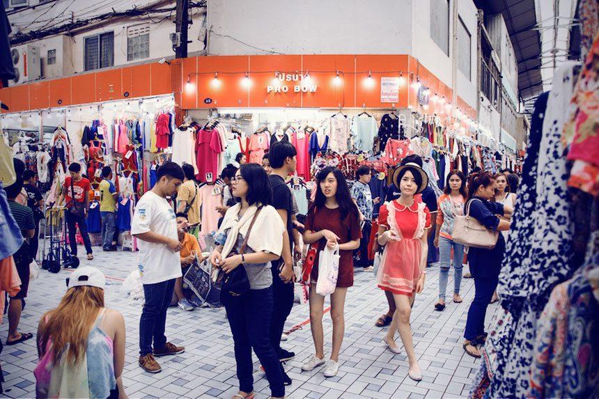Pratunam Market iyaatra holidays