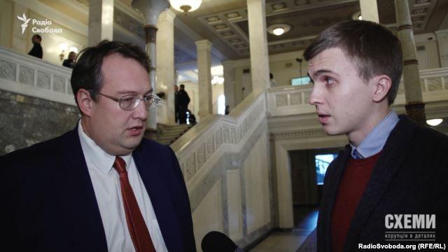 Екс-радник міністра внутрішніх справ Антон Геращенко каже, що орендує автівку у друга