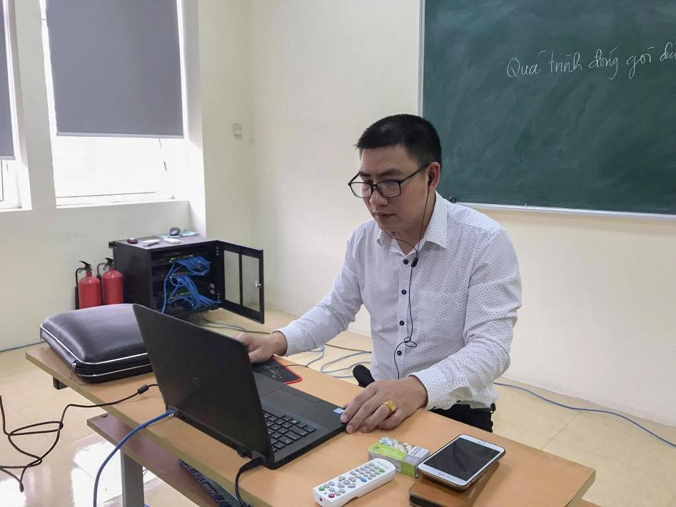Giờ dạy trực tuyến của giảng viên ICTU