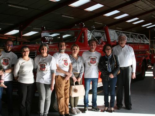 Quelques membres de l'association présentant le projet aux élus locaux dont le  Député André Chassaigne (à droite)