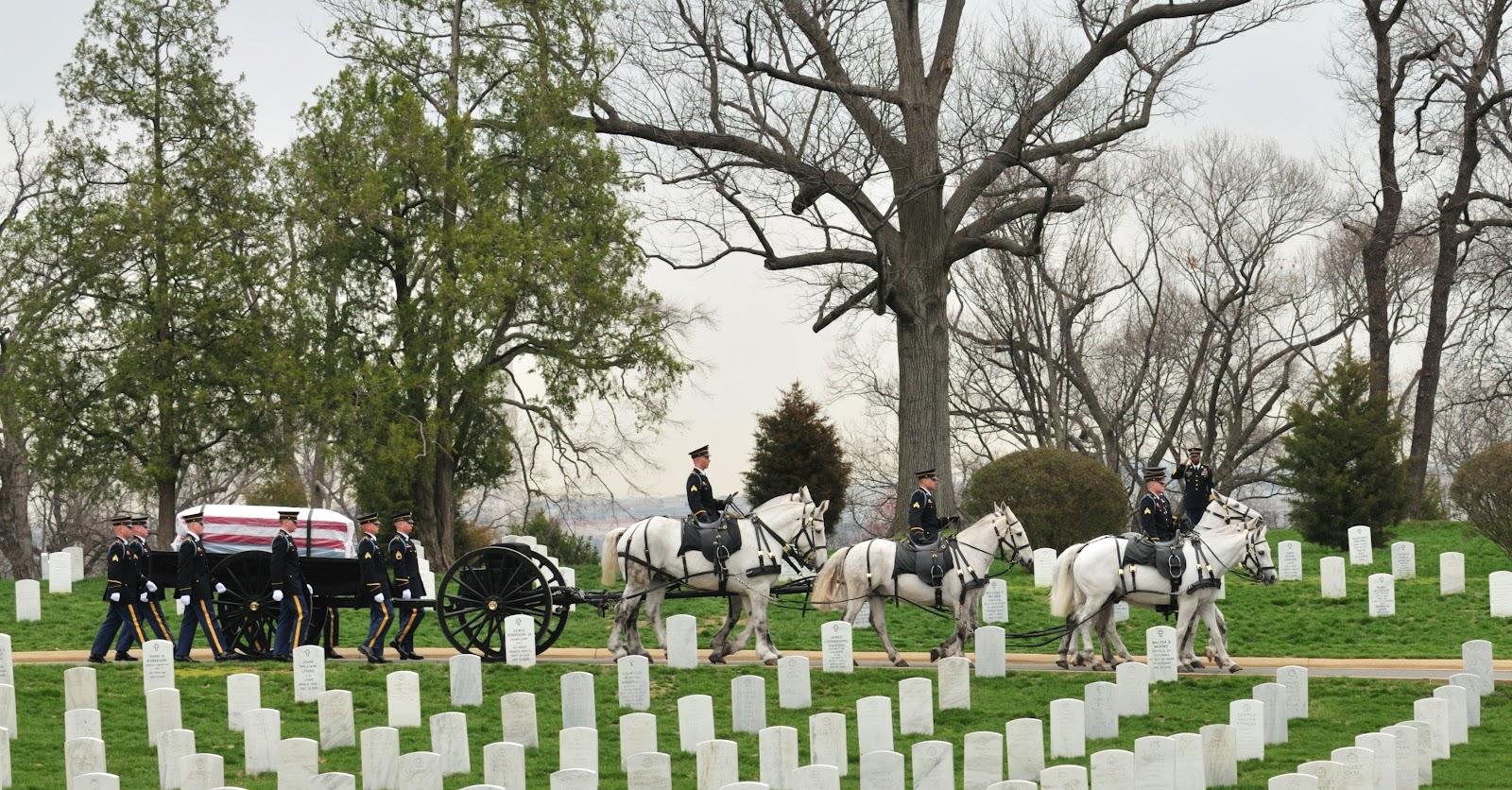 SMA_Dunway_Burial_at_Arlington_National_Cemetery_2008.jpg