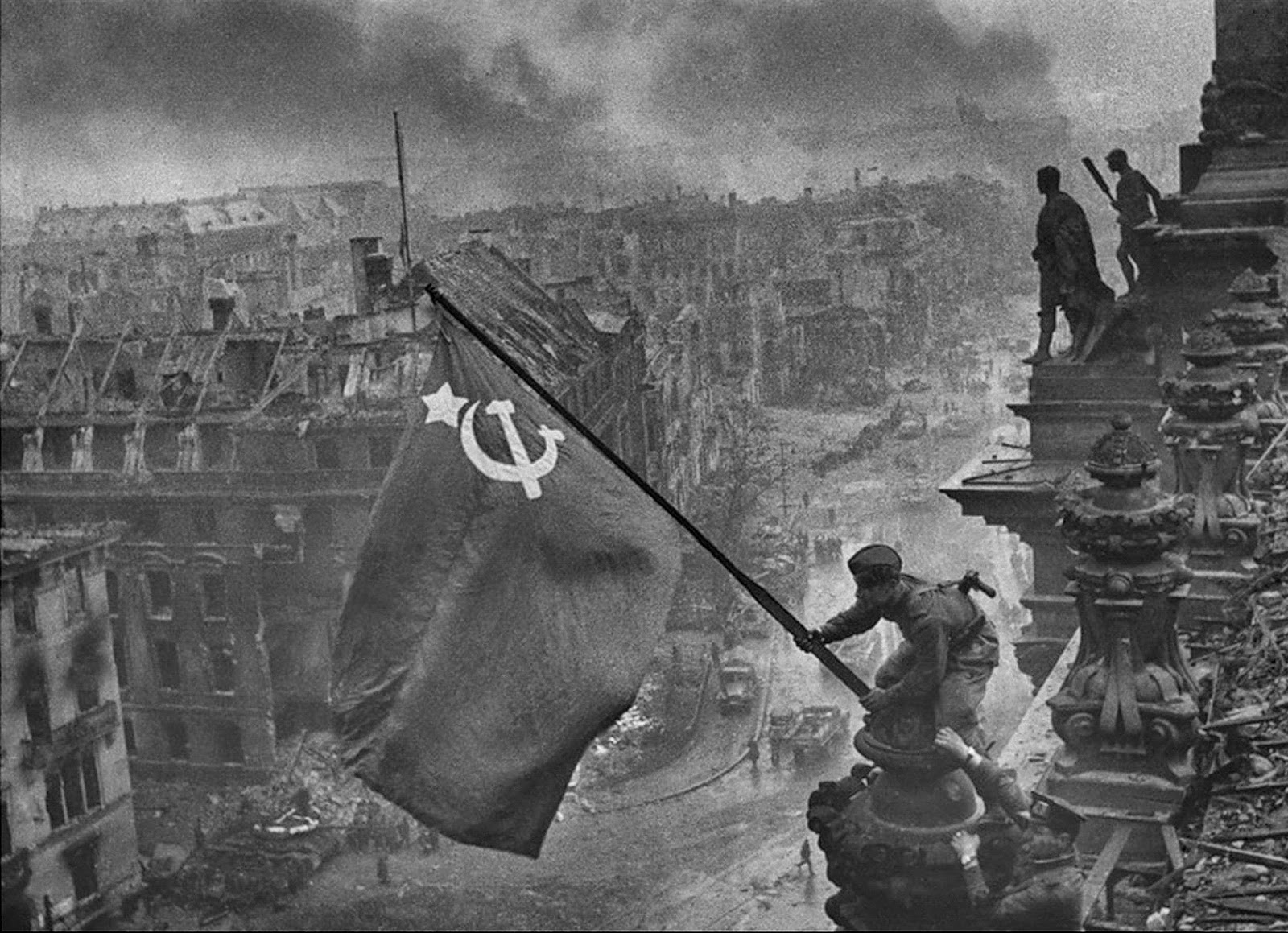 Raising_a_Flag_over_the_Reichstag.jpg