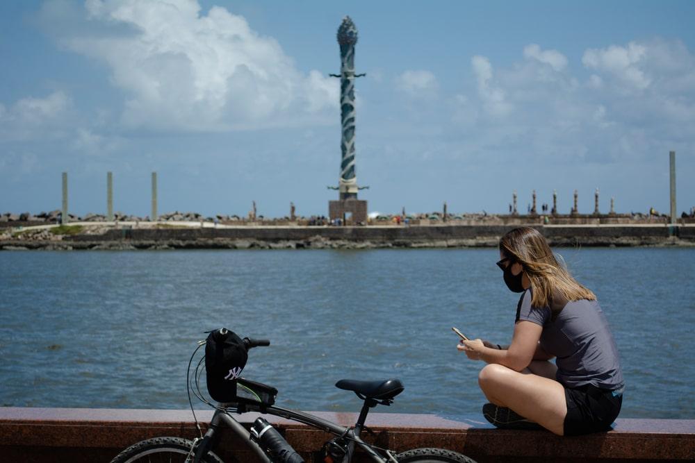 Do lazer ao acesso à alternativas de renda, a bicicleta transforma o direito à cidade. (Fonte: Juliana F Rodrigues/Shutterstock)