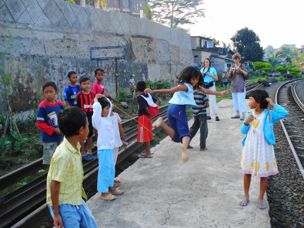 Lompat-Tali-5-www.panoramio.com_.jpg